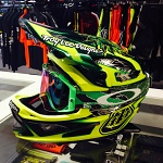 Downhill helma TroyLeeDesigns D3 Carbon Helmet MIPS Nightfall Green 2017