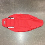Potah sedla BudRacing Seat Cover FullTraction CRF450R 13-16 CRF250R 14-17 Red BUD logo