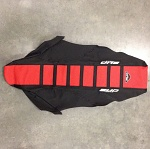 Potah sedla BudRacing Seat Cover FullTraction Husqvarna 09-13 Red Black