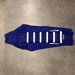 Potah sedla BudRacing Seat Cover FullTraction KTM SX / SXF 16-.. EXC 17-.. Blue White Stripes
